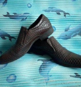 Демисезонные ботинки размер 43