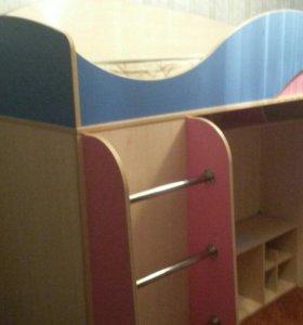 Детская кровать чердак,почти новая