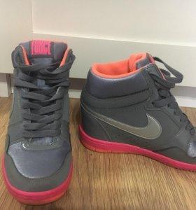 Кроссовки Nike 39 р( 25 см)
