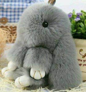 Пушистый серый кролик