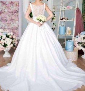 Платье свадебное (большой шлейф)