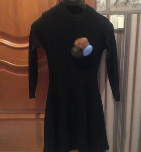 Платье чёрное с меховой брошью, размер s