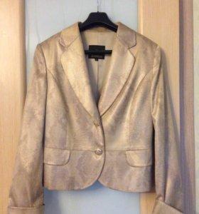 Пиджак золотого цвета