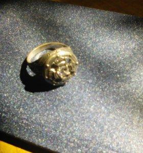 Кольцо серебреное с камнем