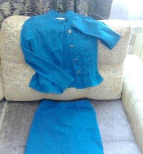 Синий джинсовый костюм- юбка и пиджак