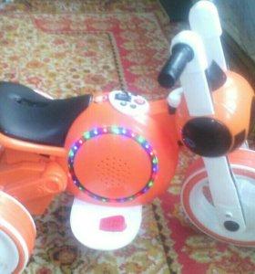 Мотоцикл на педале в идеальном состоянии,
