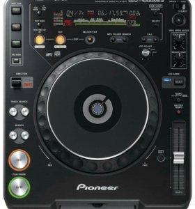 Пару DJ CD-проигрывателя Pioneer CDJ-1000 MK3