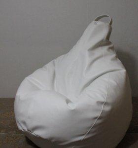 Кресло из белой кожи