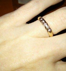 Бриллианты в золоте кольцо 17,5 р