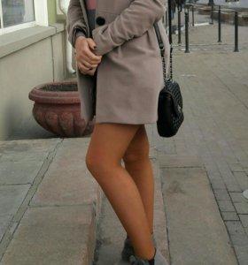 Серое пальто на стройную девушку