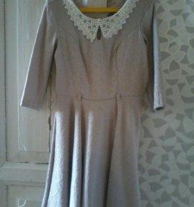 Бежевое красивое платье