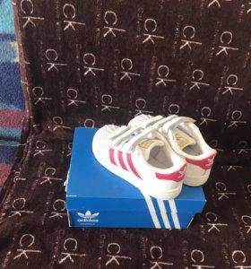 Продам детские оригинальные кроссовки adidas,