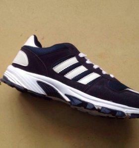 Спортивные кроссовки . Новые.