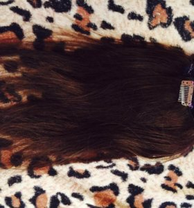 Волосы натуральные ,мягкие ,35 см,на заколках)