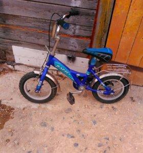 Велосипед с боковыми маленьк.колесами