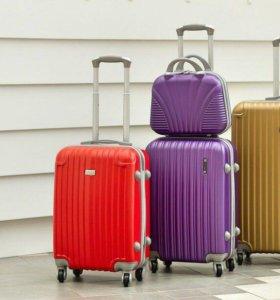 Пластиковые чемоданы на 4 колёсах