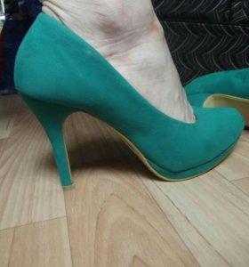 Женские туфли цвет зелёный