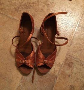 Продам бальные туфли и платье