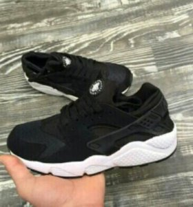 Кроссовки Nike huarache. Новые. Натуралка