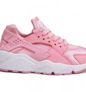 Кроссовки Nike huarache. Новые.