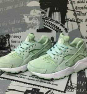 Кроссовки Nike Huarache. Новые. Натуралка.