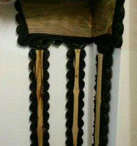 Вешалка настенная для одежды из дерева.