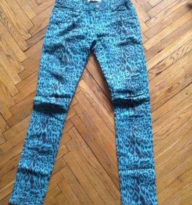 джинсы с леопардовым принтом