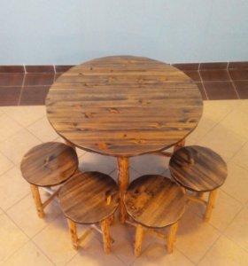 Стол и стулья ручной работы