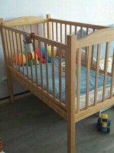 Кровать детская из массива сосны, с матрасиком