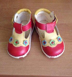 Туфельки для девочки .