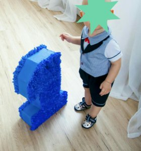 Нарядный костюм для мальчика на9-12 м. с пинетками