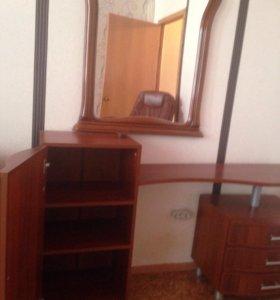 Косметический стол с зеркалом