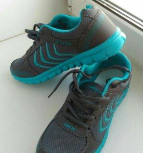 Новые кроссовки на 39 размер
