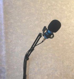 Микрофон со стойкой ПК