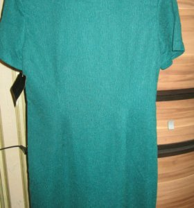 Изумрудное платье 44 р-р новое