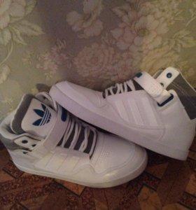 Кроссовки adidas ar2