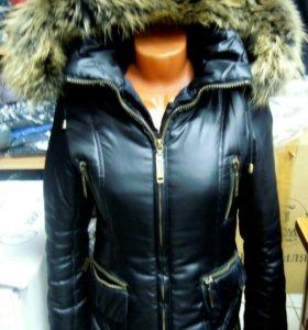 Куртка женская чёрная с мехом и капюшоном