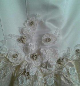 Нарядное платье 4-6лет