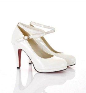 Свадебные новые туфли