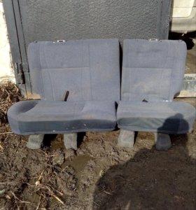 Задние сиденья.