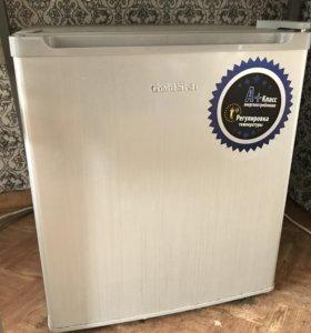 Продаю маленький холодильничек Goldstar
