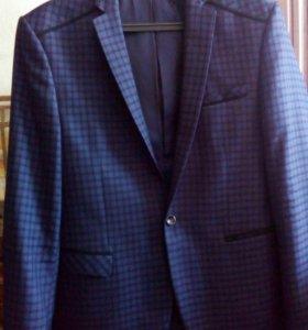 Модный пиджак с заплатками на локтях