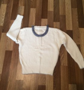 Мягкий белый свитерок!