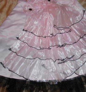 Красивое платье.