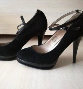 Черные замшевые туфли