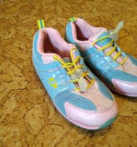 Кроссовки Demix и кроссовки adidas