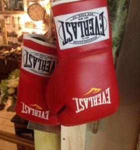 Перчатки боксерские профессиональные EVERLAST