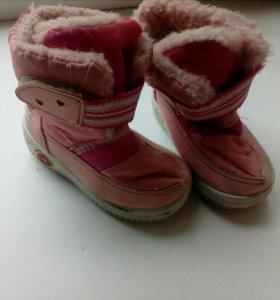 Зимняя обувь на мальчика ,и на девочку