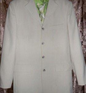 Костюм,рубашка и галстук