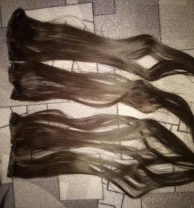 Натуральные волосы на застежках и резинках.